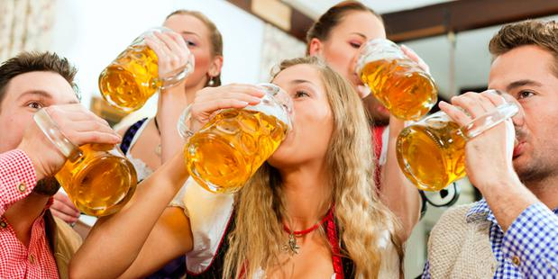 """7 ways to go drinking with bosses even if you feel """"I hate my boss"""""""