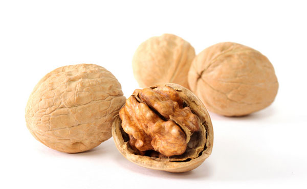seven secrets of walnut nutrition for beautiful skin